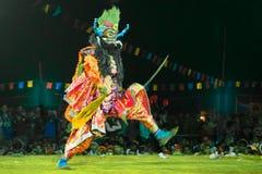 Танцор выполняя на фестивале танца Chhau, Индия Стоковое Изображение RF