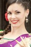 Танцор в индийском сари Стоковые Фото