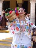 Танцор женщины в Мериде Юкатане Стоковое Фото