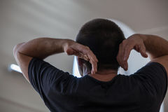 Танцор импровизировает на варенье при поднятые оружия Стоковая Фотография RF