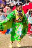 Танцор индейца маленькой девочки стоковая фотография