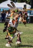 Танцор коренного американца выполняет Стоковое Изображение RF