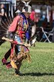 Танцор коренного американца выполняет Стоковые Изображения
