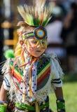 Танцор коренного американца выполняет Стоковая Фотография