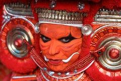 Танцор Theyyam в Kannur, Индии стоковое изображение