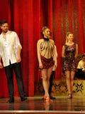 Танцуя балерина на этапе - кабаре стоковое фото