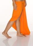 танцуя детеныши женщины платья tahitian Стоковые Фото
