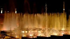 Танцуя музыкальные фонтаны Праг-эпизода 10 сток-видео