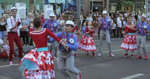 Танцуя номер в стиле битников сток-видео