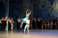 Танцы артистов балета Aleksandr Stoyanov и Katerina Kukhar во время балета Corsar Стоковое Изображение