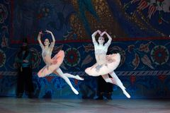 Танцы балерины артиста балета во время балета Corsar Стоковое Фото