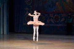 Танцы балерины артиста балета во время балета Corsar Стоковое Изображение RF