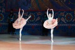 Танцы балерины артиста балета во время балета Corsar Стоковое фото RF