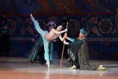 Танцы балерины артиста балета во время балета Corsar Стоковые Фотографии RF