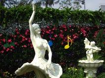 Танцы балета в парке Стоковые Фотографии RF