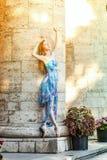 Танцы балерины на заходе солнца Стоковая Фотография