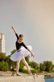 Танцы балерины на портовом районе Стоковое Изображение RF
