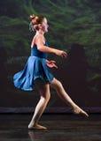 Танцы балета девочка-подростка Стоковые Изображения
