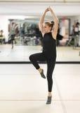 Танцы девочка-подростка Стоковая Фотография RF