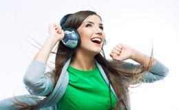 Танцы девушки подростка музыки против изолированной белой предпосылки Стоковое Изображение