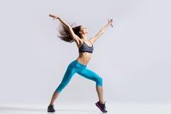 Танцы девушки фитнеса Стоковые Изображения RF