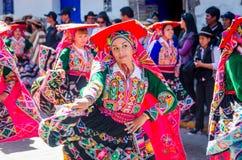 Танцы женщины на фестивале Raymi Inti Стоковая Фотография