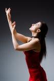 Танцы женщины танцуют в красном платье Стоковая Фотография