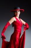 Танцы женщины танцуют в красном платье Стоковые Изображения RF