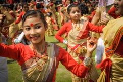 Танцы на фестивале Bihu в Асоме Стоковое Фото