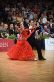 Танцы пар танца бального зала на конкуренции Стоковое фото RF
