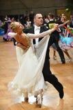 Танцы пар танца бального зала на конкуренции Стоковое Изображение RF