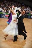 Танцы пар танца бального зала на конкуренции Стоковые Фотографии RF