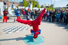 Танцы пролома молодости на улицах города Breakdance фестиваля улицы Нидерланды amsterdam Стоковое фото RF