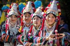 Танцы племени холма Akha традиционные в Таиланде Стоковое фото RF