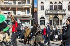 Танцы улицы с флагом Cabo Verde в Лиссабоне Стоковая Фотография RF