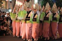 Танцы японской женщины традиционные стоковая фотография rf