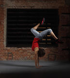 Танцы девушки детенышей ся белокурое Стоковые Изображения