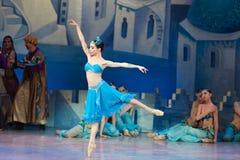 Танцы Katerina Kukhar артиста балета во время балета Corsar Стоковые Изображения