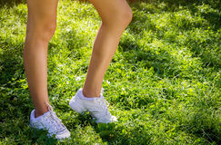 Тапки Sporty женщины нося Стоковые Изображения