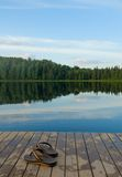 Тапочки на пристани озера Стоковая Фотография RF