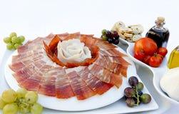 Тарелка ветчины с маслом и томатом Стоковая Фотография RF