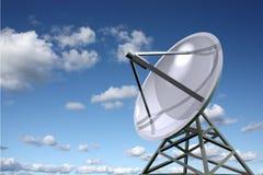 тарелка указывая спутниковое небо к Стоковое Изображение