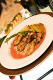 тарелка цыпленка кровати над рисом пряным Стоковая Фотография