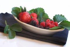 тарелка ягод стоковые фото
