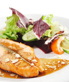 тарелки удят горячий salmon стейк Стоковая Фотография RF