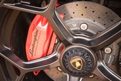 Тарельчатый тормоз автомобиля спорт Lamborghini Стоковое фото RF
