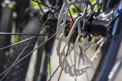 Тарельчатый тормоз установленный на велосипеде MTB стоковое изображение