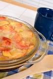Тарелка десерта Cobbler персика Стоковая Фотография RF