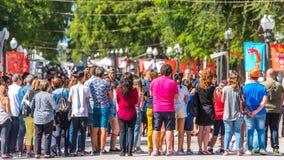 ТАРРАГОНА, ИСПАНИЯ - 17-ОЕ СЕНТЯБРЯ 2017: Праздник Santa Tecla, толпа людей в квадрате Стоковые Фотографии RF