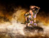 Татуированная женщина на бассеине Стоковое Изображение
